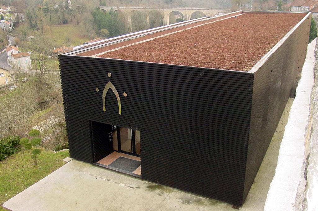 Vue extérieure du bâtiment de la coutellerie Nontronnaise